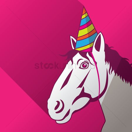 动物 : A horse wearing a party hat