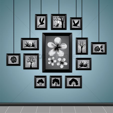 复古 : Photo frames on a wall