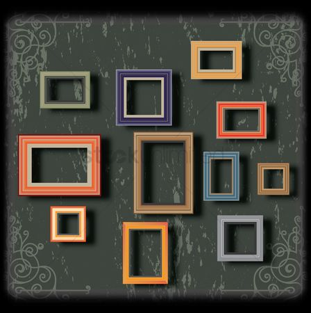 平方 : Picture frames on the wall