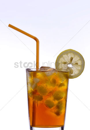 饮料 : A glass of ice lemon tea