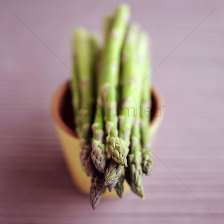食物 : Asparagus put on a small pot