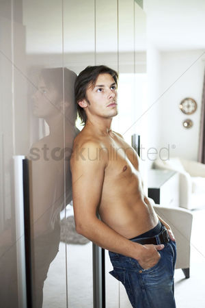 美女时尚 : Bare chested man leaning against wardrobe thinking