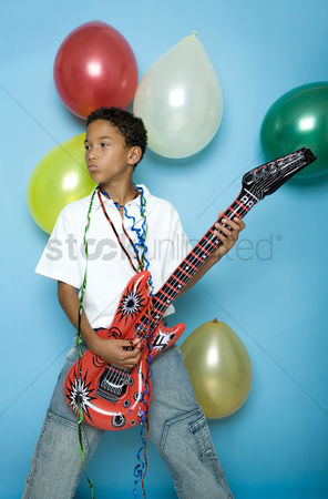 庆典 : Boy playing with an inflatable guitar