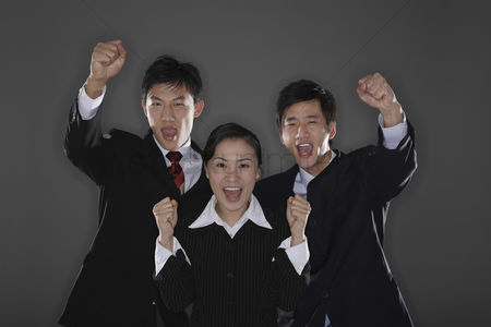 只有成人 : Business people celebrating their success