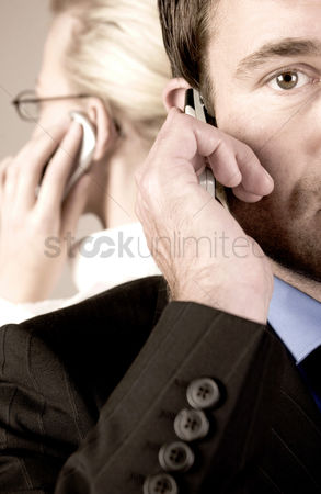流动性 : Business people talking on the phone