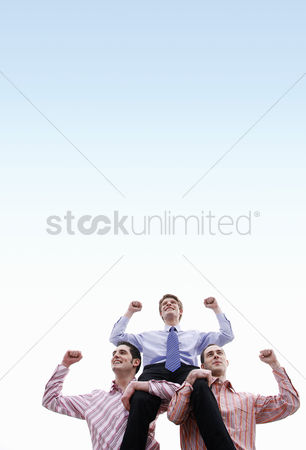 业务 : Businessmen celebrating their success