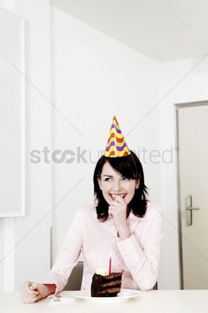 食物 : Businesswoman celebrating her birthday