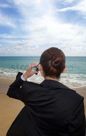 流动性 : Businesswoman talking on the phone