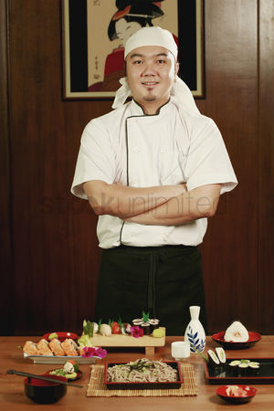 食物 : Chef standing in front of served food with his hands folded