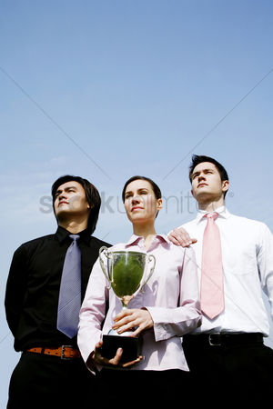 动机 : Corporate people with their trophy
