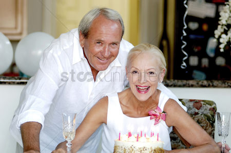 庆典 : Couple celebrating birthday