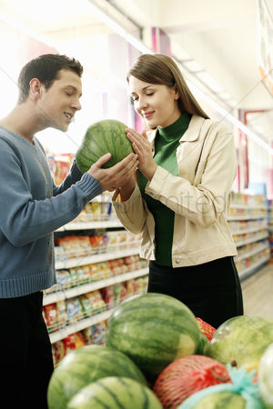 购物 : Couple choosing water-melon in the supermarket
