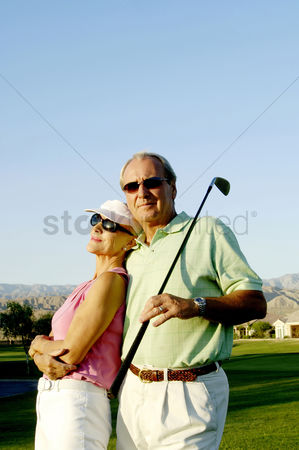 美女时尚 : Couple posing in the golf course