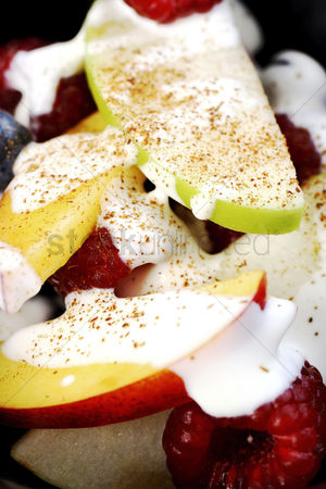 食物 : Fruits salad with cream