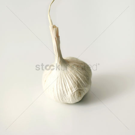 食物 : High angle close up of a garlic bulb
