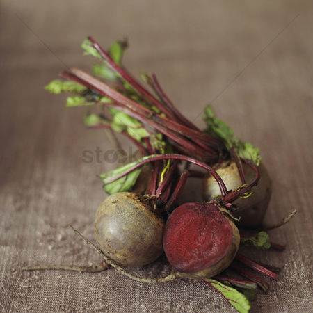 食物 : High angle close up of some beetroot