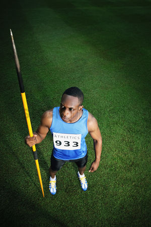 体育 : Male athlete holding javelin