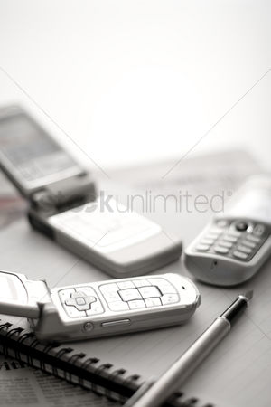 技术 : Mobile phones with pen and notebook