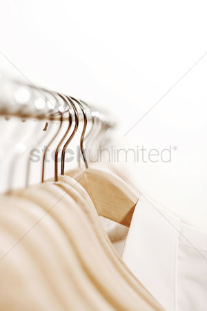 购物 : Shirt hanging on rack