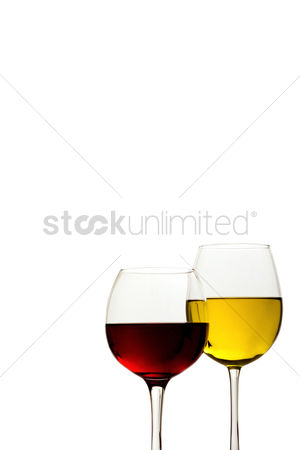 食物 : Two glasses of alcoholic drink