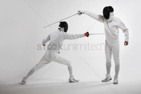体育 : Two men fencing