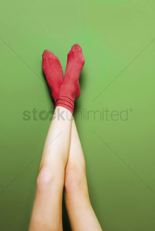美女时尚 : Woman s legs in red socks