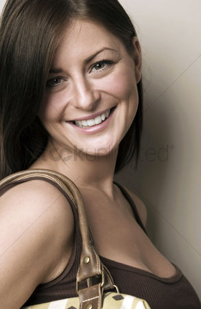购物 : Woman smiling at the camera